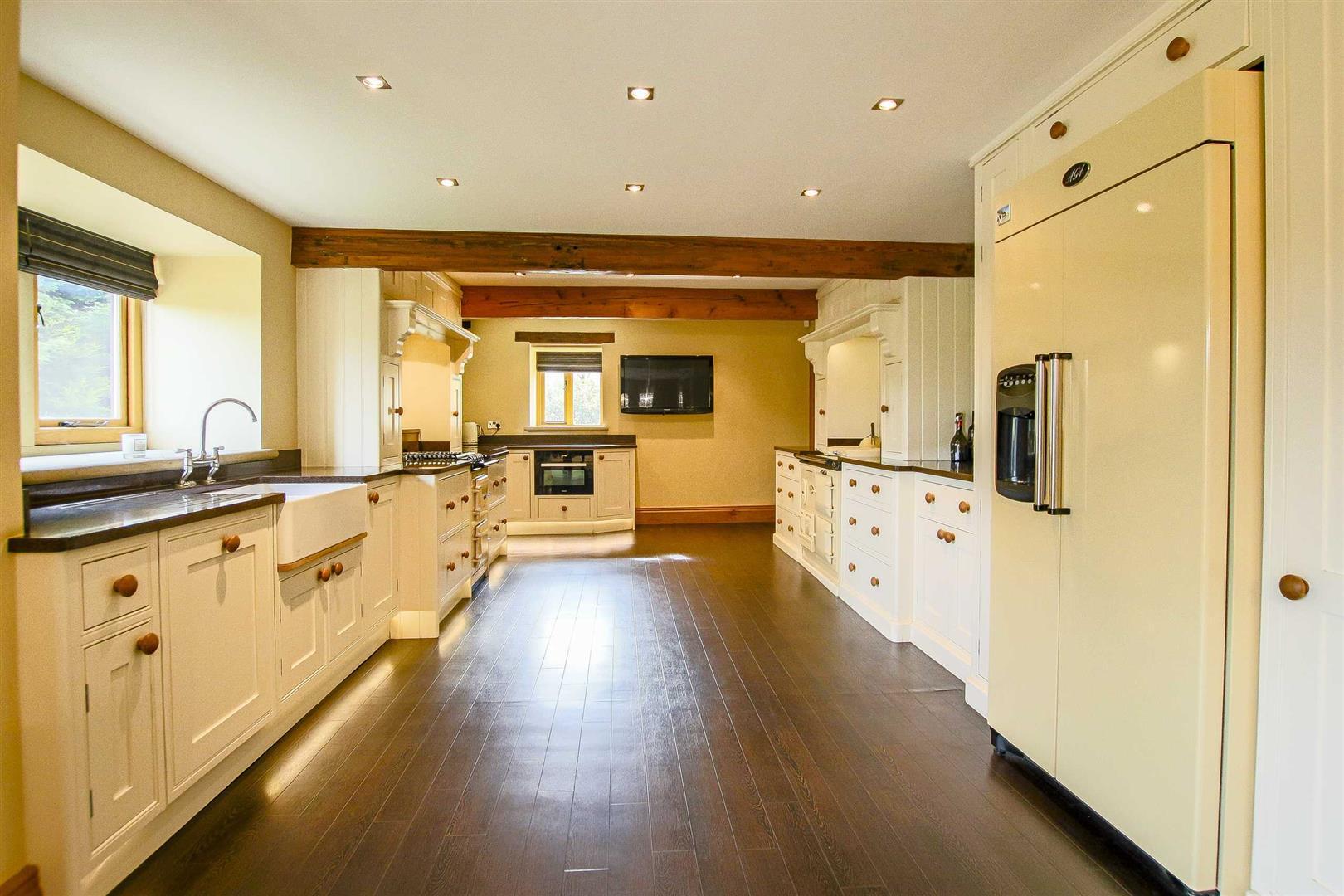 5 Bedroom Cottage For Sale - Image 9